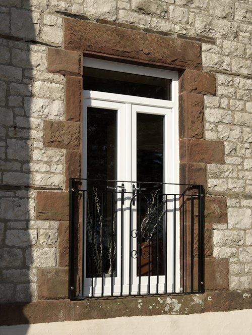 пластиковая балконная дверь РЕХАУ