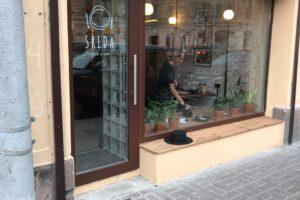 Остекление кафе на Жуковского